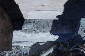 5-10 cm utstikk på steinen fra syll, novskallen stikker utenfor steinen. (Foto: Henning Jensen)