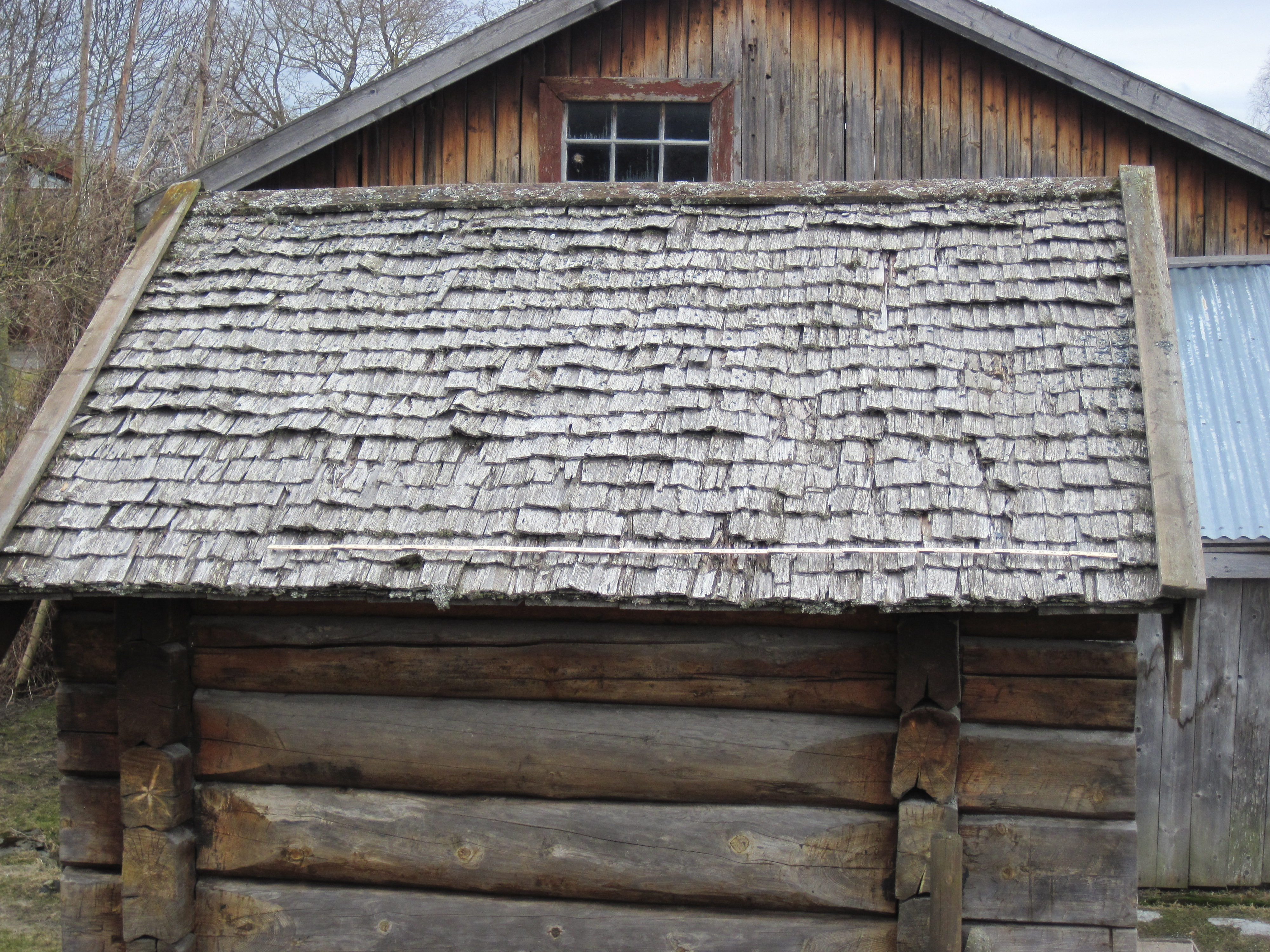Denne takflata vart dokumentert før spona vart fjerna.