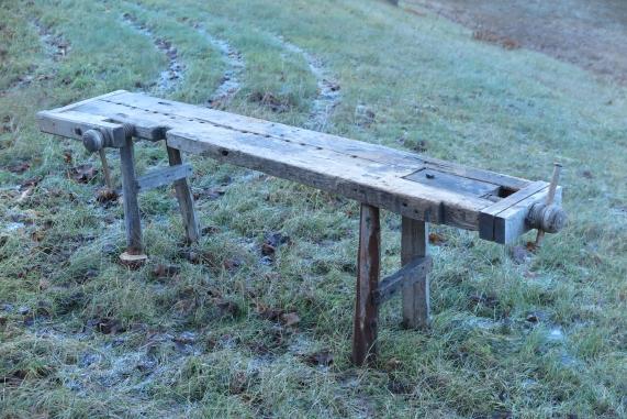 Høgda på benken er berre 72 cm, og kjennes veldig låg.