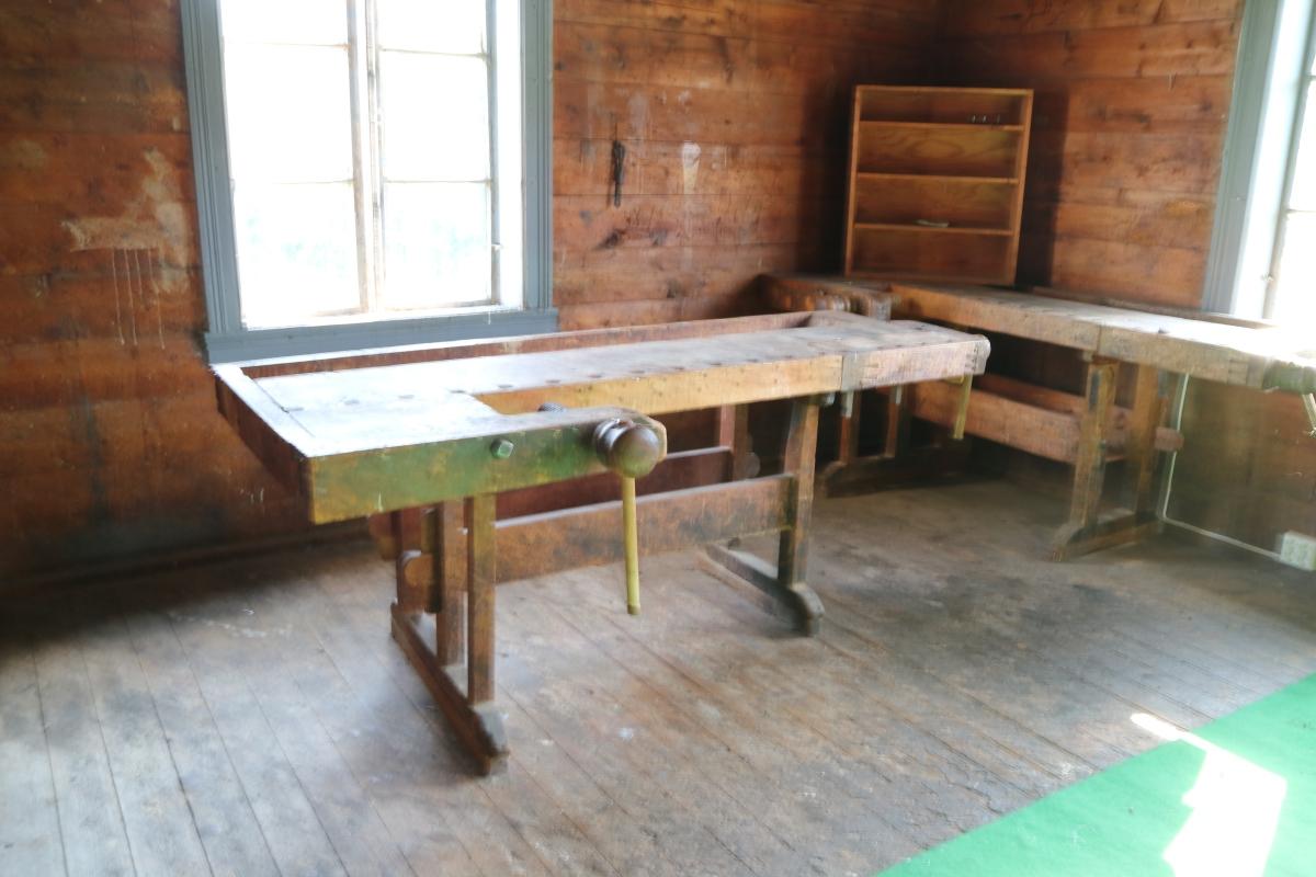Høvelbenkene på Storeteigen – Kvambygdemuseum
